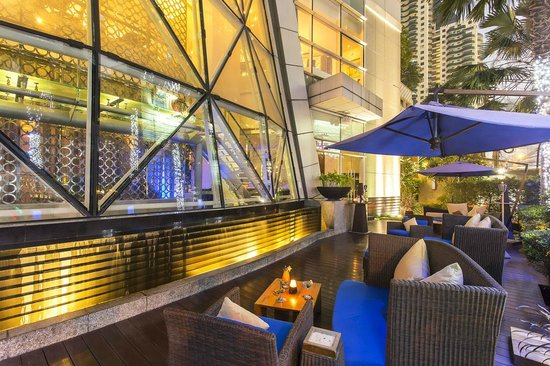 Pullman Bangkok Grande Sukhumvit: Wine terrace at inBlu