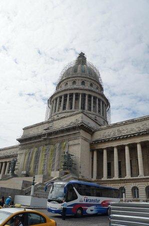 Mercure Sevilla La Habana: Капитолий на реставрации