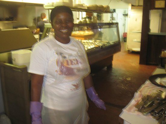 Cuzzin's Caribbean Restaurant and Bar: Kitchen help with a smile