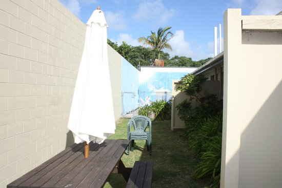Ambassador Motor Inn : towards pool area