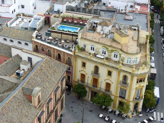 Hotel Dona Maria: hotel roof from cathederal