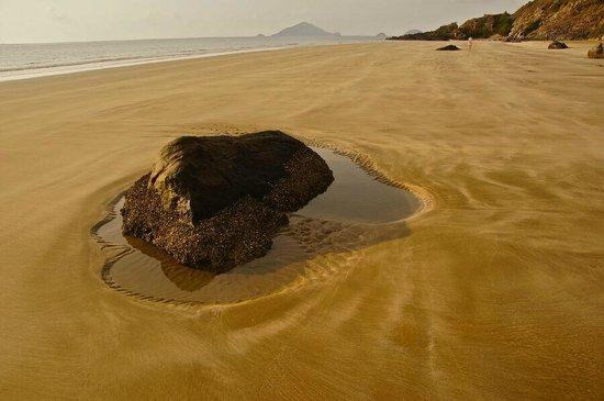 Six Senses Con Dao: Strand am Ende der Anlage