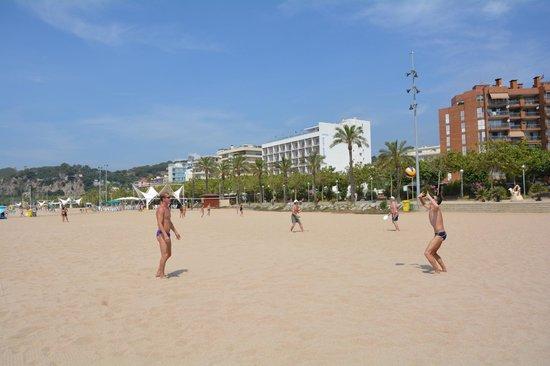 GHT Hotel Maritim: на пляже напротив отеля