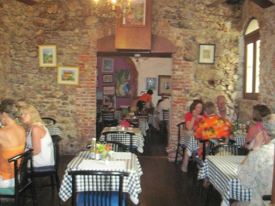 Gladys' Cafe: Good looking establishment