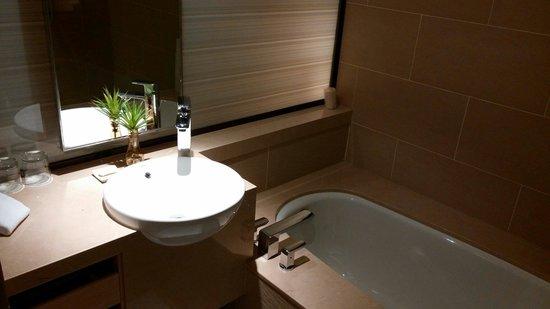 Hotel Cozzi Zhongxiao Taipei: Bathroom
