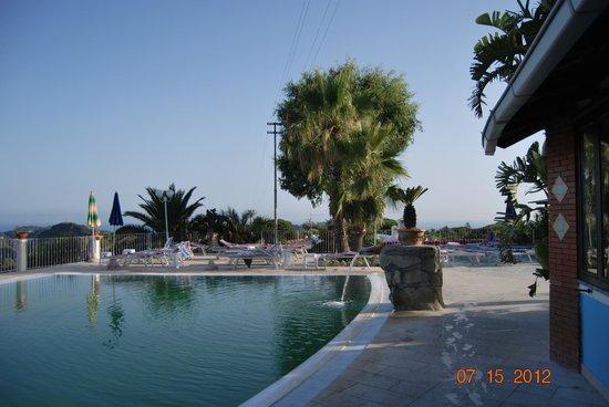 Hotel Carlo Magno : территория отеля