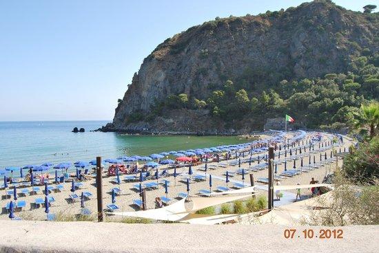 Hotel Carlo Magno : пляж