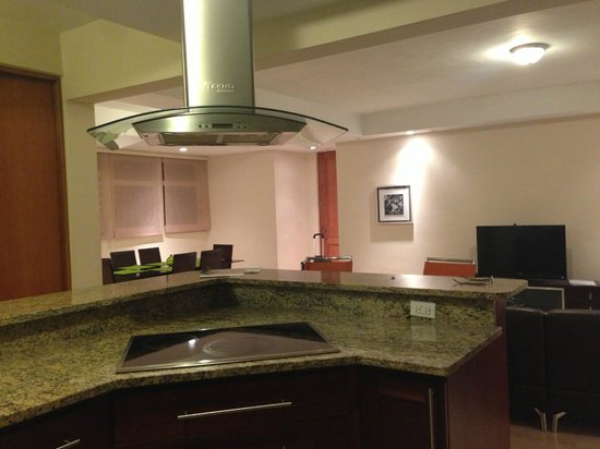 Ciqala Luxury Suites: Kitchen