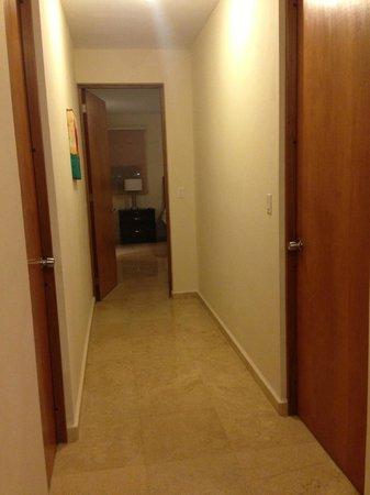 Ciqala Luxury Suites: Hallway
