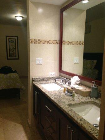 Ciqala Luxury Suites: Master Bathroom