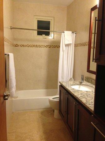 Ciqala Luxury Suites: Guest Bathroom