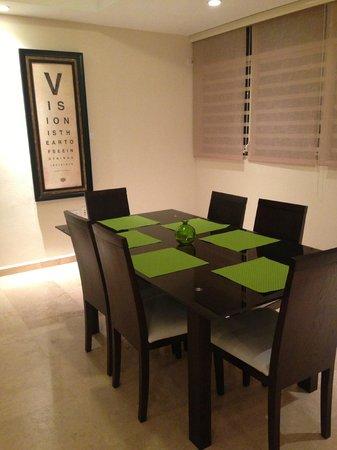 Ciqala Luxury Suites: Dining Room