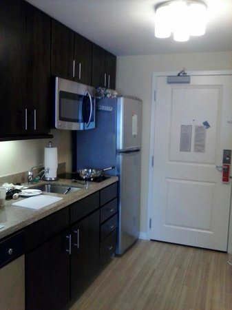 TownePlace Suites Ann Arbor: kitchen area