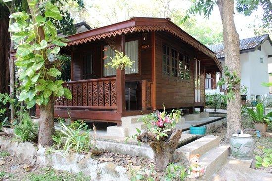 Vongdeuan Resort : Our Thai Hut (for 2pp max. 1 room plus bthrm)