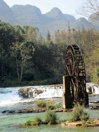 Luoping Duoyi River : Waterwheel