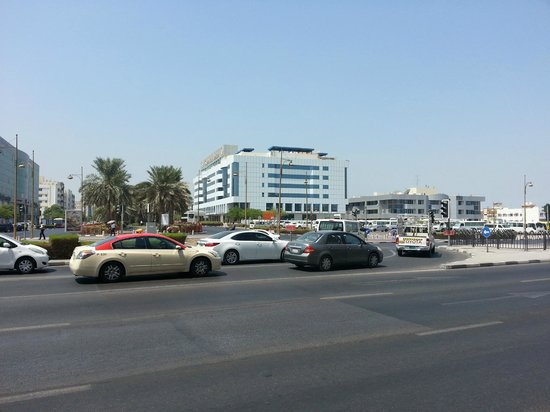 Grand Excelsior Hotel Deira: View of the hotel from across the road.
