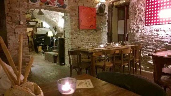 Casa Scaparone: Dinner place with live music (folk, traditional, romance) corner