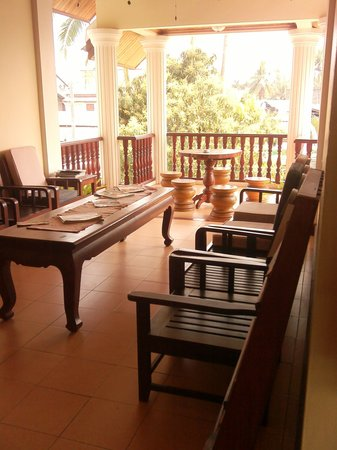 Phone Praseuth Guesthouse: Upstairs open air relaxing lounge
