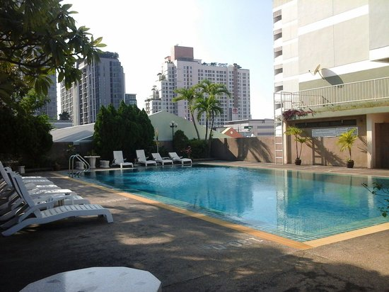 Ratchada City Hotel: Swimming pool