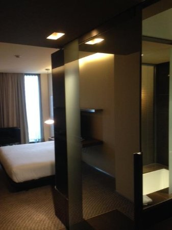 B-Hotel: 7th Floor room - Bedroom showing entrance hall