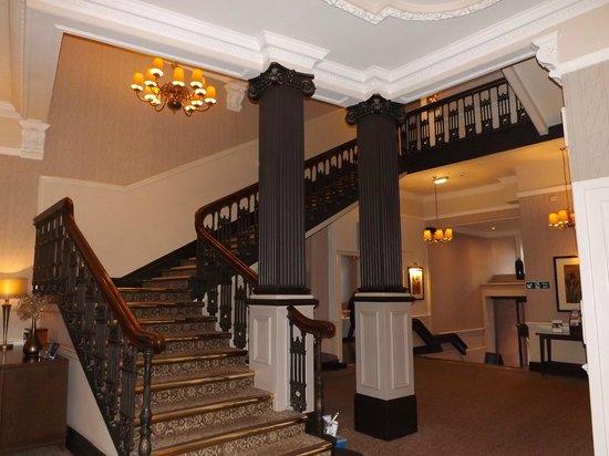 Macdonald New Blossoms Hotel : grand old walk
