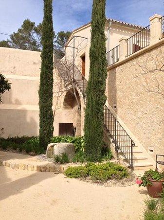 Castell Son Claret: courtyard