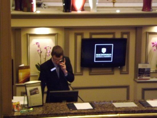 Macdonald New Blossoms Hotel: reception