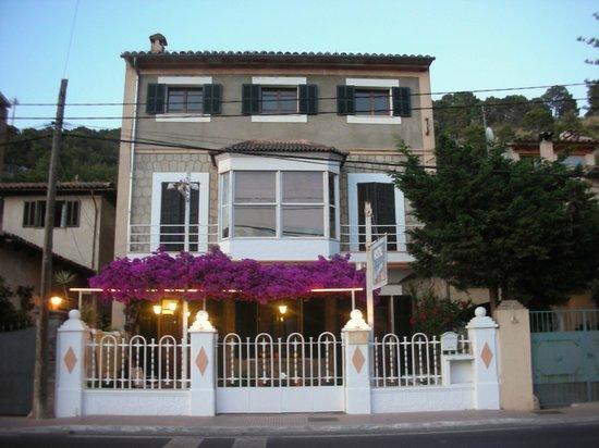 Hostal Villa Primavera: Eingang mit Terrasse