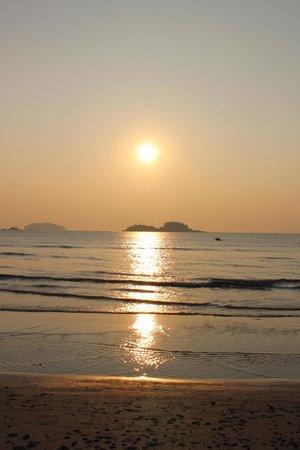Barali Beach Resort: Sunset on the Beach