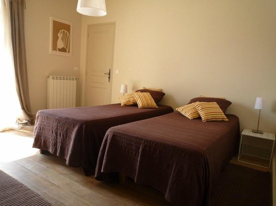 La chambre du mas 2 lits simples ou 1 lit double for Chambre 9m2 lit double