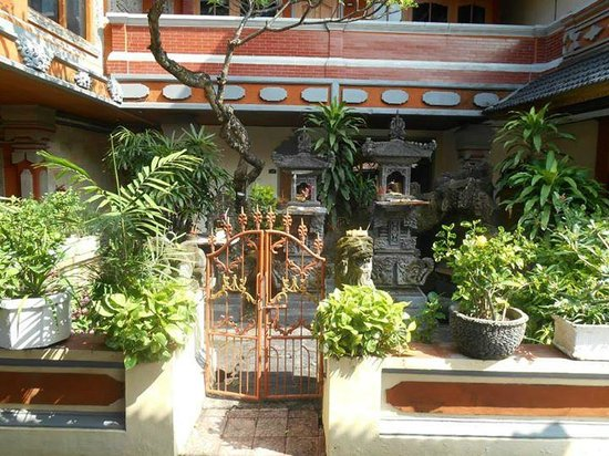 Wina Holiday Villa Hotel : Traditional grounds