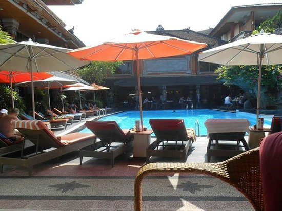 Wina Holiday Villa Hotel : First pool