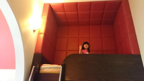 Resorts World Sentosa - Festive Hotel: My daughter loved the loft bed