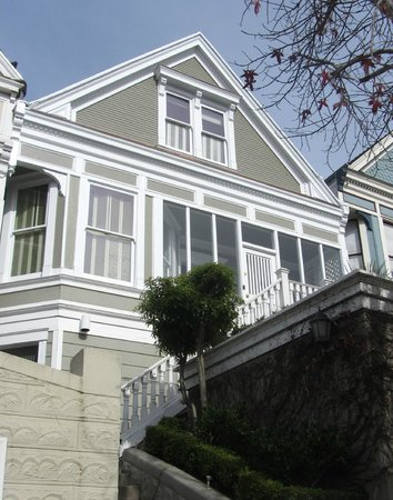 Dolores Place Bed and Breakfast: Location