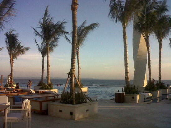 Villa Mimpi Manis Bali: A Beach Club only 15 minutes away from Villa