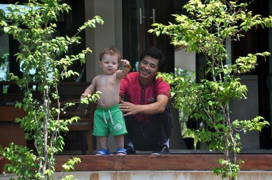 Aonang Phu Petra Resort, Krabi: sehr kinderfreundliche Mitarbeiter