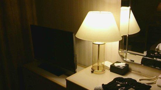 Keikyu EX Inn Shinagawa Ekimae : デスク&TV