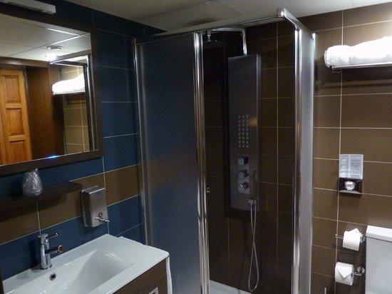 Hotel Rolle: baño