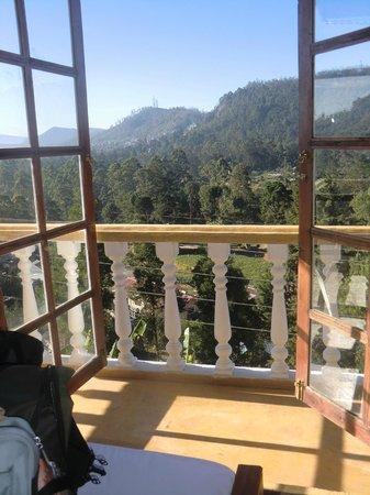 Hill View Bungalow: uitzicht vanuit slaapkamer