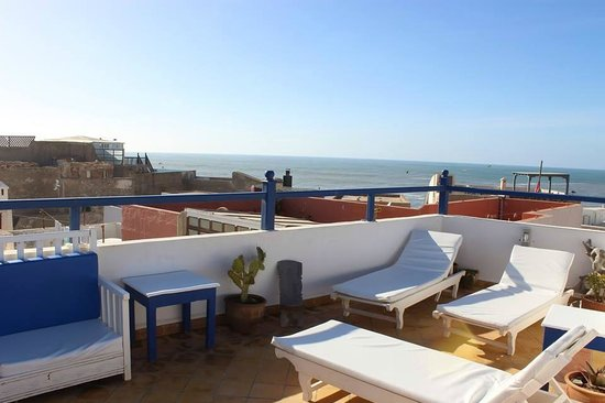 Riad Dar Afram: terrace sunchairs