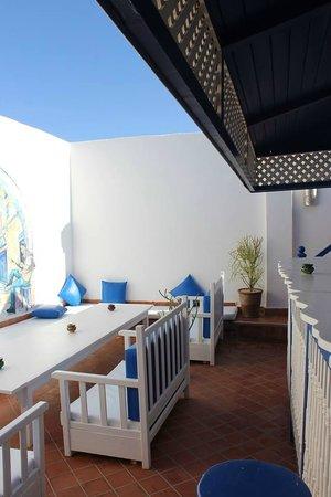 Riad Dar Afram: terrace bar and bbq area