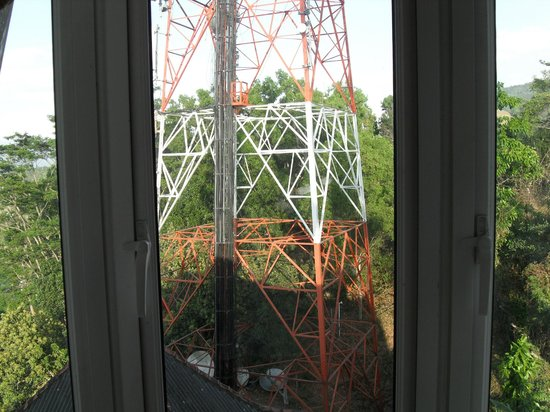 Kandyan View Holiday Bungalow: Radio tower view