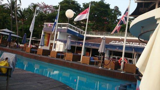 Mambo Beach Club: The empty pool