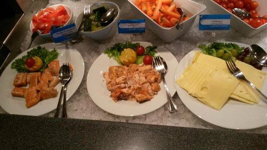 Roeros Hotel: Lokalmat på frokostbuffeten