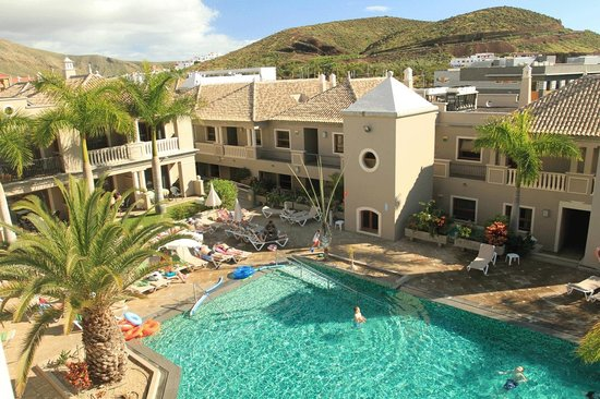 Marylanza Suites & Spa: Heated pool (but not warm enough)