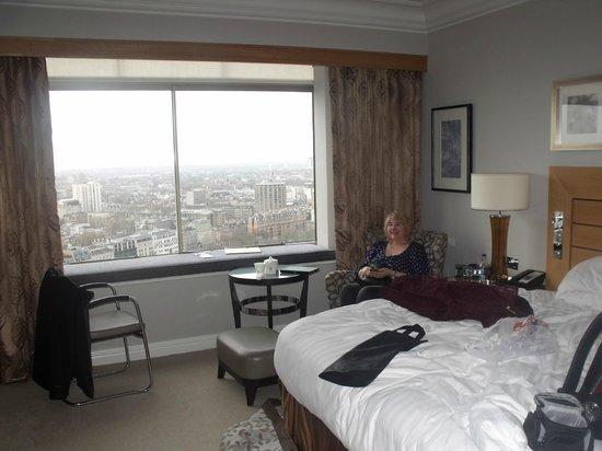 London Hilton on Park Lane : Executive Room on the 24th floor facing Knightsbridge and Battersey.