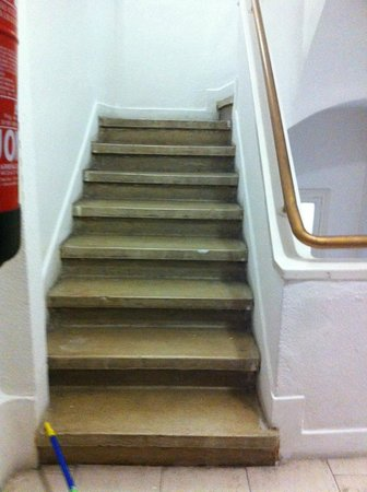 Madrid Motion Hostel: las escaleras