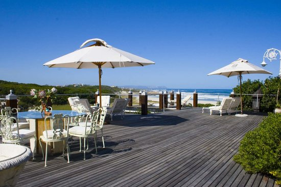 Kennedys Beach Villa: Beautiful deck area with sea view