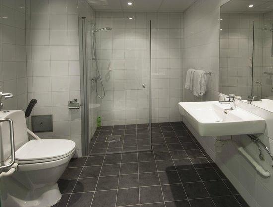 Thon Hotel Kristiansand: Bathroom