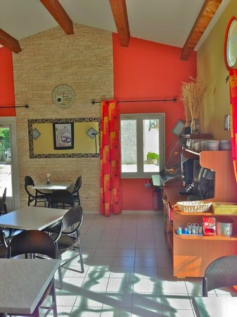 Hotel le Pradet: salle petit dejeuner